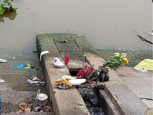 Tìm thấy thi thế nữ sinh lớp 9 trầm mình xuống sông trước cổng trường - Ảnh 2