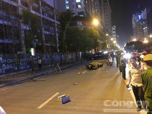 Hà Nội: Đang đi trên đường, cô gái tử vong vì bị khung sắt rơi trúng - Ảnh 4