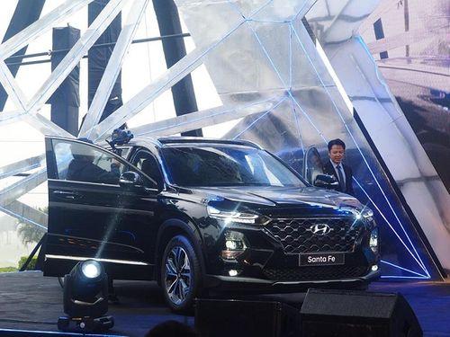"""""""Soi"""" Hyundai SantaFe 2019 vừa ra mắt thị trường Việt Nam, giá thấp nhất 995 triệu đồng - Ảnh 3"""