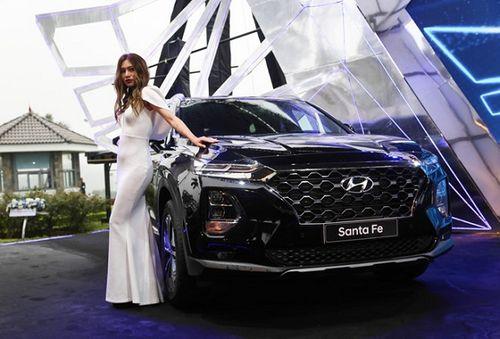 """""""Soi"""" Hyundai SantaFe 2019 vừa ra mắt thị trường Việt Nam, giá thấp nhất 995 triệu đồng - Ảnh 1"""