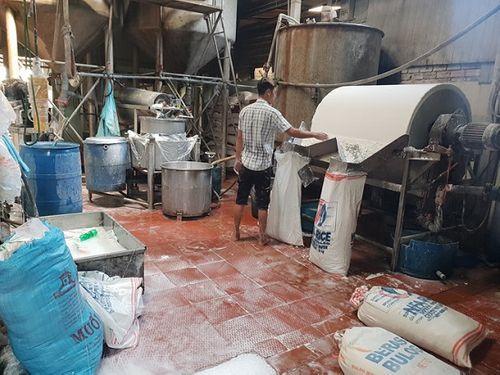TP. HCM: Phát hiện hơn 2 tấn bún cũ, bún thải trộn hóa chất bán ra thị trường - Ảnh 2
