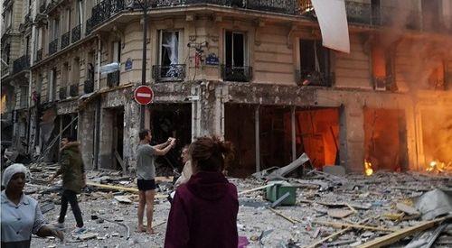 Nổ lớn tại Paris khiến ít nhất 20 người bị thương - Ảnh 1