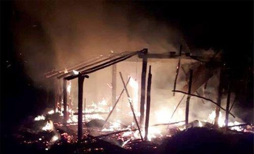 Tivi phát nổ gây cháy rụi nhà, vợ chồng nghèo trắng tay qua một đêm - Ảnh 1