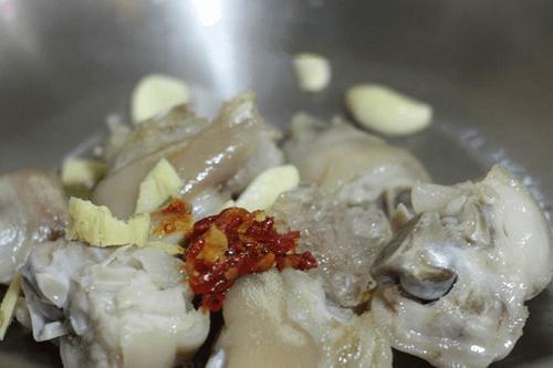 Món ngon mỗi ngày: Chân giò om khoai tây mềm ngon, ăn mãi không ngán - Ảnh 4
