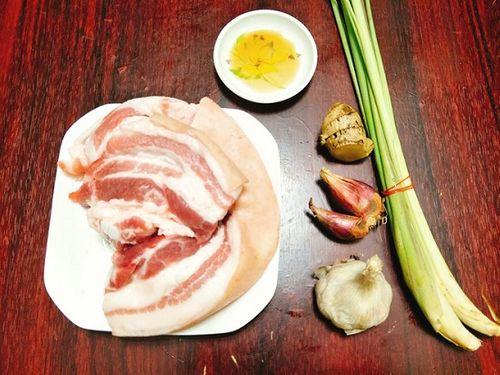 Món ngon mỗi ngày: Thịt ba chỉ ướp sả nướng ngon như ngoài hàng - Ảnh 1