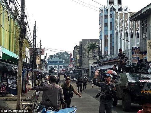 Hiện trường vụ đánh gom thảm khốc khiến 21 người chết ở Philippines - Ảnh 4