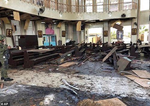 Hiện trường vụ đánh gom thảm khốc khiến 21 người chết ở Philippines - Ảnh 6