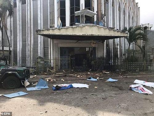 Hiện trường vụ đánh gom thảm khốc khiến 21 người chết ở Philippines - Ảnh 1