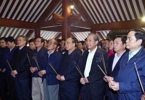 Thủ tướng dâng hương tưởng nhớ Chủ tịch Hồ Chí Minh - Ảnh 1