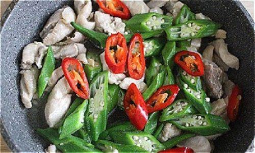 Món ngon mỗi ngày: Đổi vị với gà xào đậu bắp giòn giòn - Ảnh 4