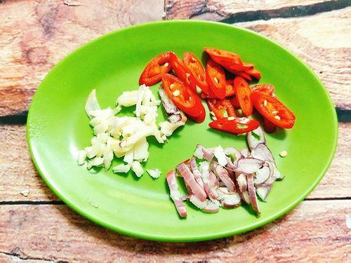 Món ngon mỗi ngày: Sườn kho dưa đậm đà cho bữa tối ngày lạnh - Ảnh 3