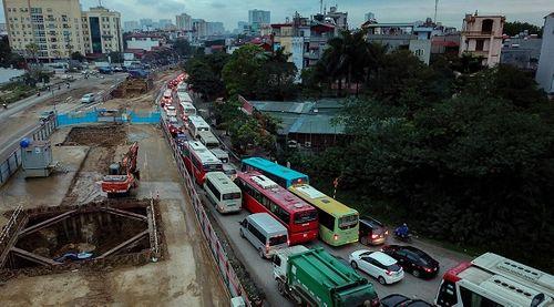 Cận Tết Nguyên đán, đường phố Hà Nội ùn tắc, chật cứng như nêm từ sáng tới chiều - Ảnh 2