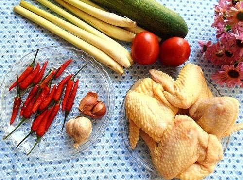 Món ngon mỗi ngày: Canh gà nấu sả nóng hổi cho bữa tối mùa đông - Ảnh 1