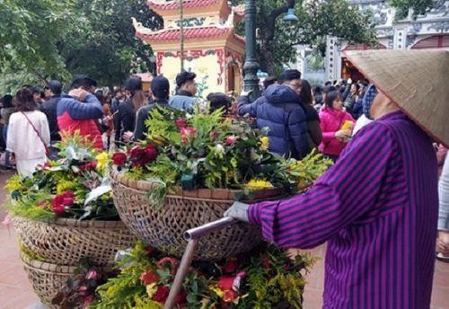 Hàng nghìn người đổ về tạ lễ cuối năm, Phủ Tây Hồ chật cứng - Ảnh 5