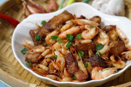Món ngon mỗi ngày: Tôm rang thịt ba chỉ trôi cơm cho ngày mưa phùn - Ảnh 1