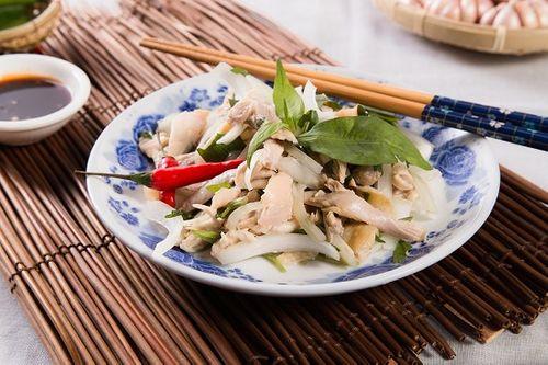 Món ngon mỗi ngày: Tận dụng gà dư ngày Tết đem trộn gỏi lạ mà ngon - Ảnh 1