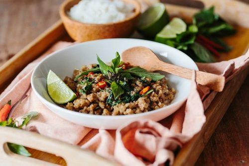 Món ngon mỗi ngày: Thịt heo băm xào theo cách này ăn mãi không chán - Ảnh 1