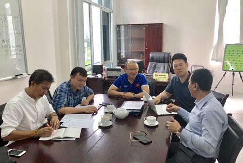"""Thầy Park nhờ HLV Hoàng Anh Tuấn làm """"quân sư"""" lên danh sách 30 cầu thủ vòng loại U23  - Ảnh 1"""