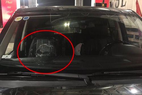 Truy tìm đối tượng ném vỡ kính hàng loạt ô tô di chuyển trên cao tốc Hạ Long - Hải Phòng - Ảnh 1