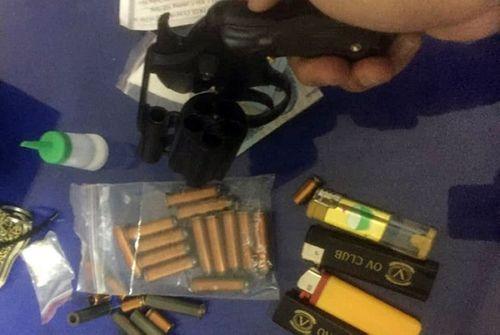 Bắt giữ nam thanh niên mang súng và ma tuý đá đi chơi ngày tết - Ảnh 1