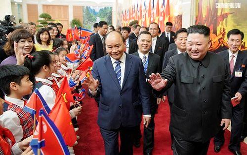 Thủ tướng Chính phủ Nguyễn Xuân Phúc tiếp Chủ tịch Kim Jong Un - Ảnh 4