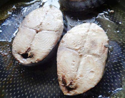 Món ngon mỗi ngày: Cá ngừ kho dứa cho bữa tối thứ 6 ấm cúng - Ảnh 2