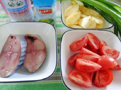 Món ngon mỗi ngày: Cá ngừ kho dứa cho bữa tối thứ 6 ấm cúng - Ảnh 1