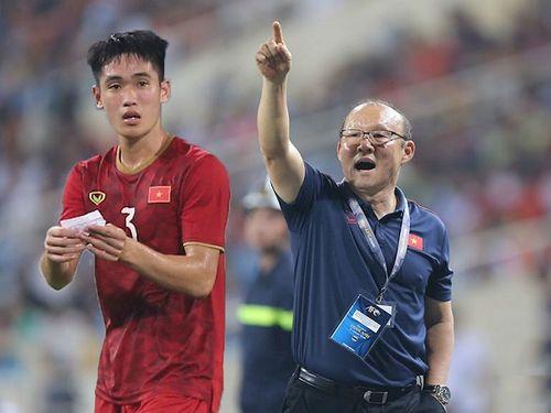 """Hé lộ nội dung """"bức mật thư"""" thầy Park trao cho Tấn Sinh trong trận đấu với Brunei  - Ảnh 1"""