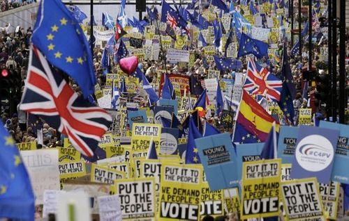Hơn 1 triệu người biểu tình phản đối 'vụ ly hôn' của Anh và EU - Ảnh 2