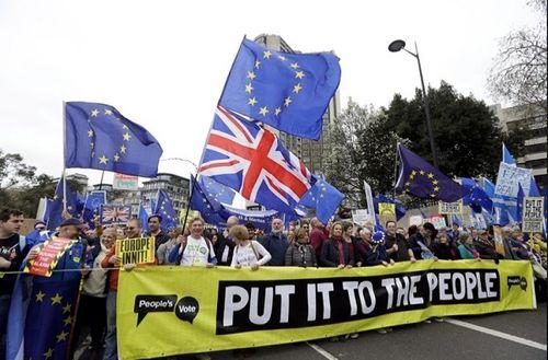 Hơn 1 triệu người biểu tình phản đối 'vụ ly hôn' của Anh và EU - Ảnh 1