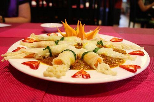 Món ngon mỗi ngày: Bắp cải cuộn nấm kim châm sốt đặc chế lạ miệng - Ảnh 1