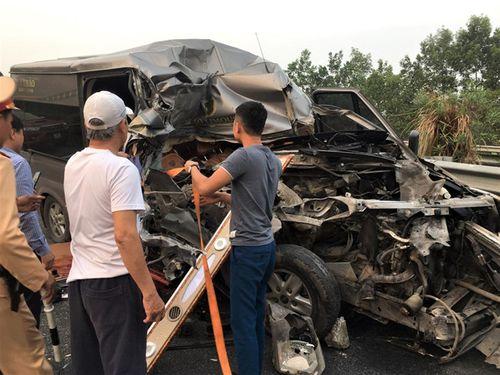 Tai nạn thảm khốc trên cao tốc Pháp Vân: Tài xế và chủ xe đầu kéo ra trình diện công an - Ảnh 1