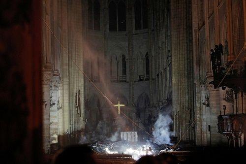 Cháy nhà thờ Đức Bà Paris: Nhiều câu hỏi được đặt ra - Ảnh 2