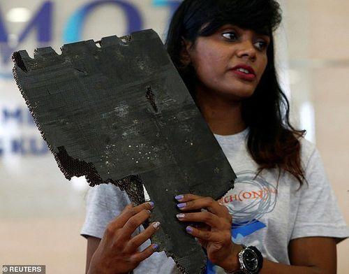 5 mảnh vỡ người nhà hành khách MH370 cung cấp hé lộ thông tin quan trọng - Ảnh 1