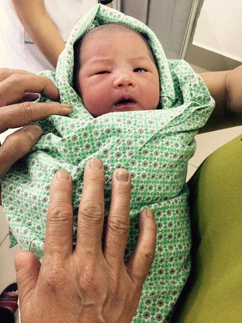 Ca sinh đẻ nhanh nhất Việt Nam: Bé gái chào đời sau 7 giây - Ảnh 2
