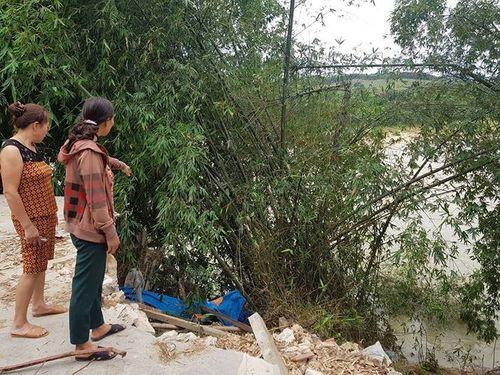 """Hàng chục hộ dân ven sông ở Nghệ An tháo chạy vì sợ bị hà bá """"nuốt"""" nhà - Ảnh 1"""