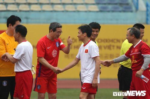 Phó Thủ tướng Vũ Đức Đam ghi 2 bàn trong trận bóng giao hữu với nghị sĩ Hàn Quốc - Ảnh 7