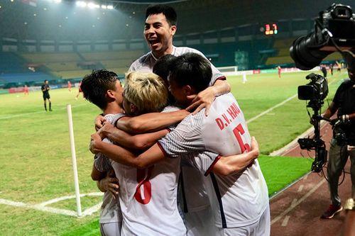 Nhìn lại một năm đại cát của bóng đá Việt Nam - Ảnh 2