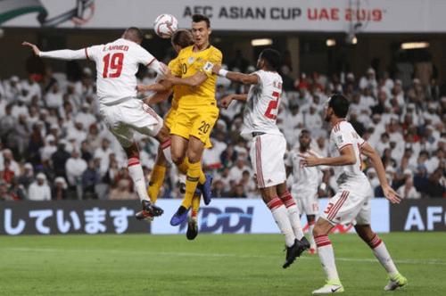 """Ngăn CĐV Qatar vào sân cổ vũ, hoàng tử UAE """"chơi trội"""" khi mua toàn bộ vé vào sân - Ảnh 1"""