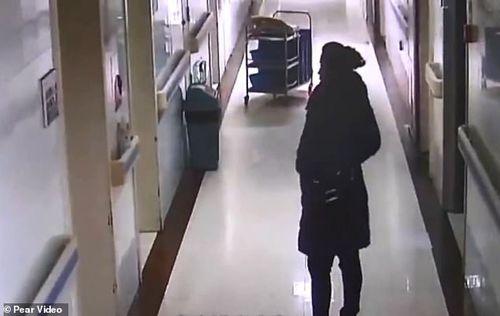 Không sinh được con, người phụ nữ lẻn vào bệnh viện đánh cắp trẻ sơ sinh - Ảnh 1
