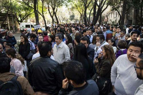 Động đất 6,5 độ làm rung chuyển Mexico, hàng ngàn người hoảng sợ tháo chạy - Ảnh 1
