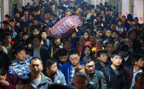 Ám ảnh cuộc di cư khổng lồ về quê ăn Tết ở Trung Quốc - Ảnh 3