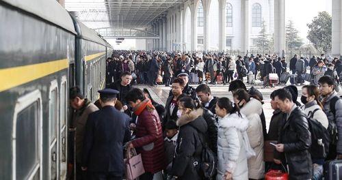 Ám ảnh cuộc di cư khổng lồ về quê ăn Tết ở Trung Quốc - Ảnh 4