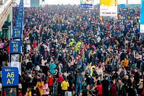 Ám ảnh cuộc di cư khổng lồ về quê ăn Tết ở Trung Quốc - Ảnh 5