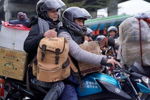 Ám ảnh cuộc di cư khổng lồ về quê ăn Tết ở Trung Quốc - Ảnh 7
