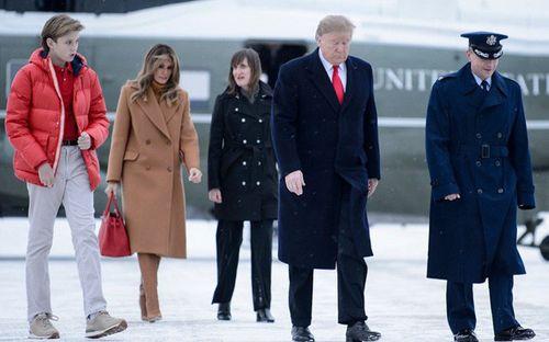 Nhan sắc cực phẩm cùng chiều cao đáng ngưỡng mộ của cậu út nhà Tổng thống Trump - Ảnh 1