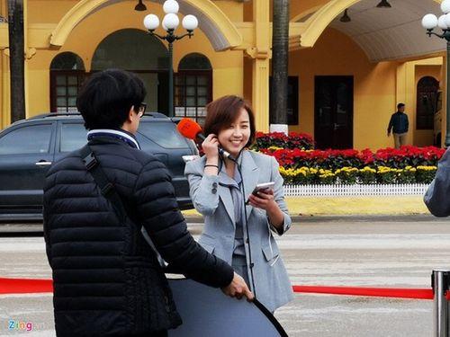 """Dân mạng chia sẻ rần rần hình ảnh nữ phóng viên Hàn Quốc có nụ cười """"đốn tim"""" - Ảnh 1"""