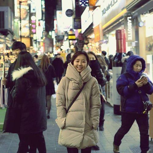 """Dân mạng chia sẻ rần rần hình ảnh nữ phóng viên Hàn Quốc có nụ cười """"đốn tim"""" - Ảnh 4"""