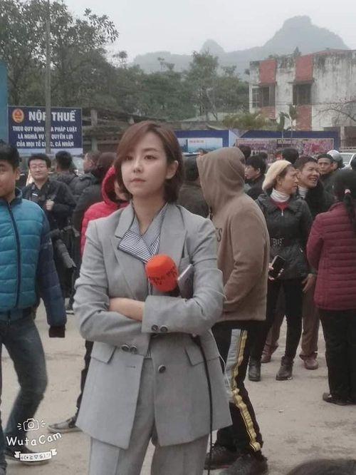 """Dân mạng chia sẻ rần rần hình ảnh nữ phóng viên Hàn Quốc có nụ cười """"đốn tim"""" - Ảnh 5"""