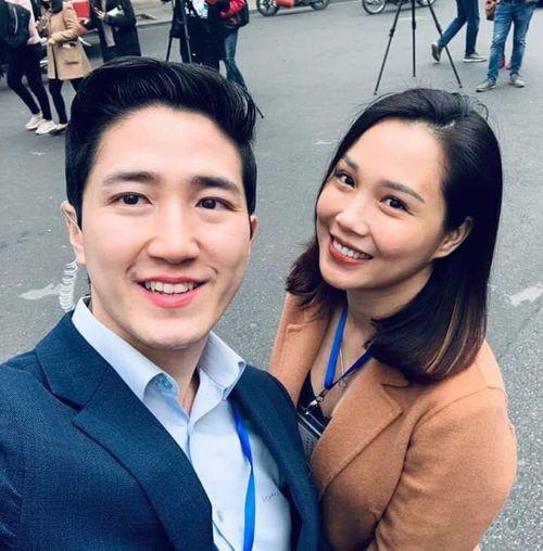Xuất hiện phóng viên Hàn Quốc tác nghiệp ở Hà Nội điển trai hơn cả minh tinh điện ảnh - Ảnh 4